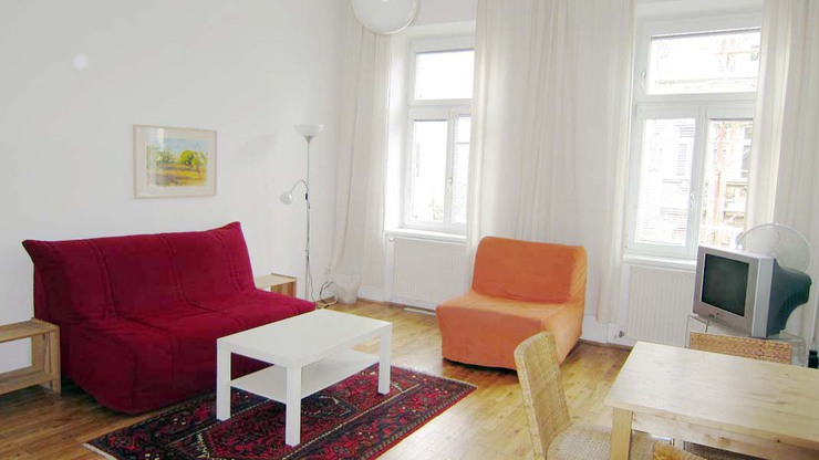 Living room with cosy corner and eating place in your Apartment Vienna!